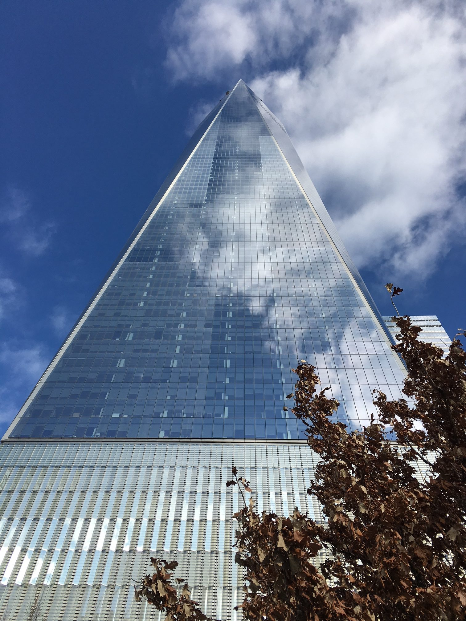 One World Trade Center van onder bekeken
