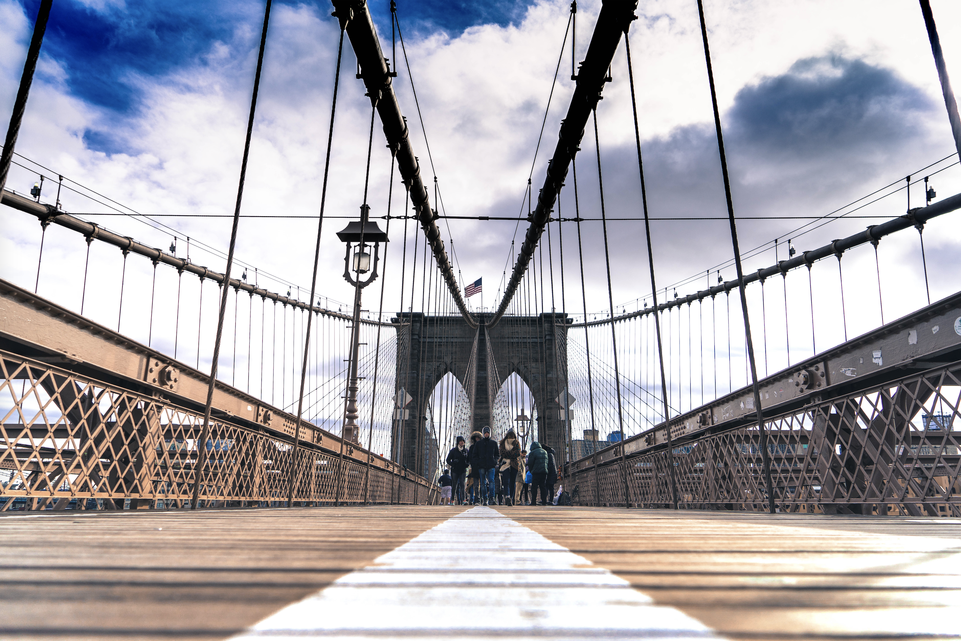 Lopen over de Brooklyn Bridge