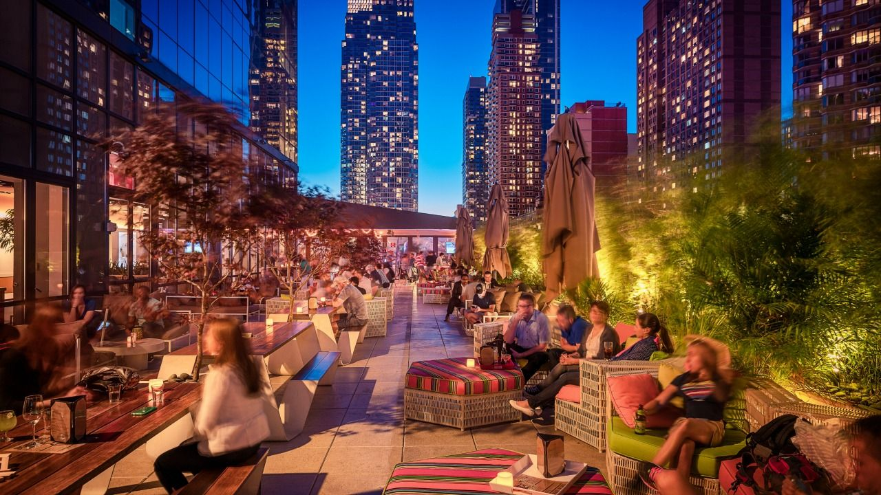 de beste rooftop bars in new york we heart new york. Black Bedroom Furniture Sets. Home Design Ideas